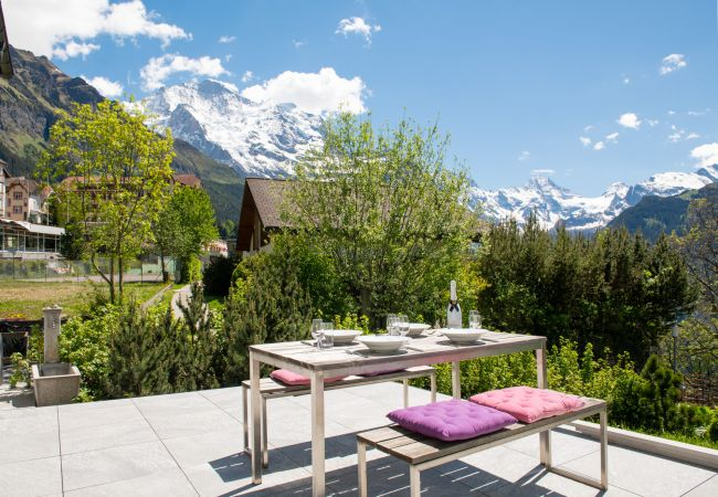 Chalet Arven with views of the Jungfrau mountains by Alpine Holiday Services